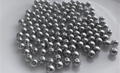stříbrná lesk 4mm.jpg